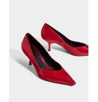Butik, rugan orta boy topuklu ayakkabı